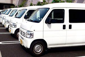 白い軽自動車